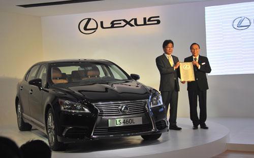 LS 460L, mẫu sedan cao cấp nhất của Lexus đánh dấu sự hiện diện chính thức tại thị trường Việt Nam.<br>