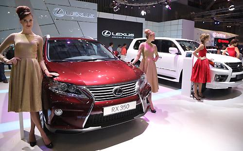 Trước khi Lexus hiện diện, thị trường xe hơi hạng sang Việt Nam cũng đã  trở nên khá chật chội với một loạt các thương hiệu hàng đầu thế giới.