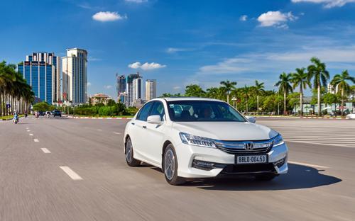 Mẫu sedan cỡ trung cao cấp nhập khẩu nguyên chiếc từ Thái Lan trị giá 1,39 tỷ đồng được Honda Việt Nam dùng làm quà tặng dành cho khách hàng trong đợt kích cầu mới.<br>