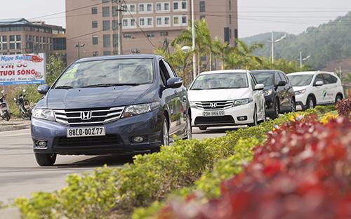 """Đại diện một số hãng ôtô cho biết khoảng cách về mức tiêu thụ nhiên liệu  giữa việc lái xe """"thả cửa"""" và lái xe tiết kiệm nhiên liệu đúng cách có  thể lên đến trên dưới 40%."""