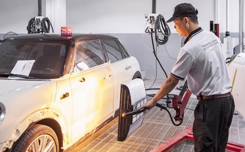 Tại trung tâm này, thân xe sẽ trải qua đầy đủ các bước của một quy trình đồng sơn hoàn chỉnh theo tiêu chuẩn đại lý chính hãng.