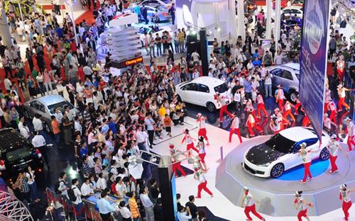 Với đà tăng trưởng hầu như không bị ngắt quãng trên các mức sản lượng  cao trong suốt một năm qua, thị trường ôtô Việt Nam đang cho thấy sức  hấp dẫn khó chối từ của mình.