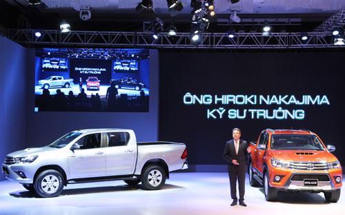 Toyota Hilux thế hệ mới vừa chính thức ra mắt thị trường được kỳ vọng sẽ tạo nên cuộc cạnh tranh khốc liệt hơn tại phân khúc bán tải Việt Nam.<br>