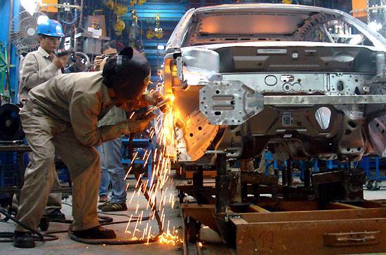 Những thay đổi chính sách thuế thường xuyên và với mức độ lớn đã và sẽ làm gián đoạn đáng kể các dây chuyền sản xuất ôtô - Ảnh: Đức Thọ.
