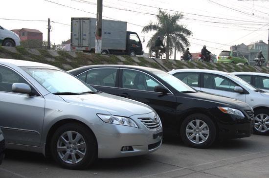 Sau một loạt chương trình kích cầu được tung ra, thị trường ôtô nhập khẩu bắt đầu có dấu hiệu tươi sáng hơn dù chưa thật sự rõ ràng - Ảnh: Đức Thọ.
