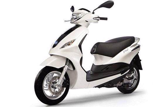 Nhiều khả năng tại thị trường Việt Nam, Fly 2012 sẽ chỉ có một phiên bản động cơ 4 kỳ, dung tích 125 cm3 trang bị công nghệ phun xăng điện tử.