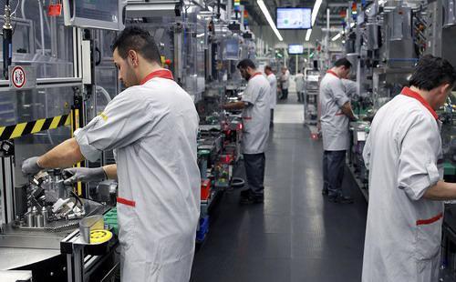 Sau những diễn biến không mấy tích cực của kinh tế Đức, nhiều chuyên gia kinh tế đã điều chỉnh giảm dự báo tăng trưởng kinh tế nước này - Ảnh: Bloomberg.