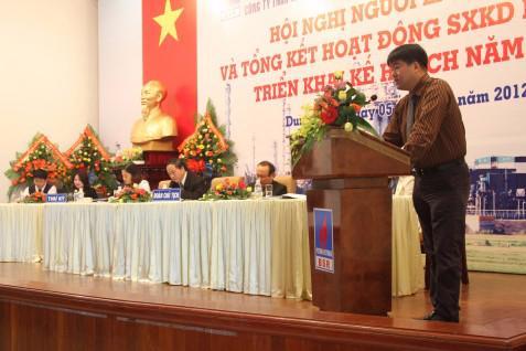 Tổng giám đốc BSR Nguyễn Hoài Giang báo cáo kết quả kinh doanh 2011.