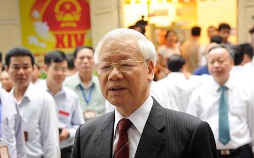 Tổng bí thư Nguyễn Phú Trọng trả lời phỏng vấn báo chí ngay sau khi thực hiện quyền bầu cử của công dân.