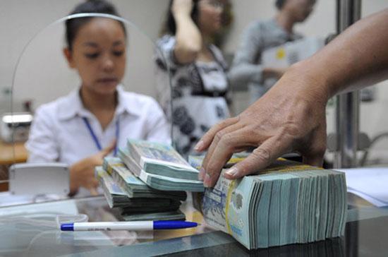 Như vậy, so với mặt bằng lãi suất hôm 26/6/2012, lãi suất qua đêm, kỳ hạn 1 tuần hiện đã giảm 4%/năm, kỳ hạn 1 tháng giảm 2-2,5%/năm - Ảnh: Ebank.