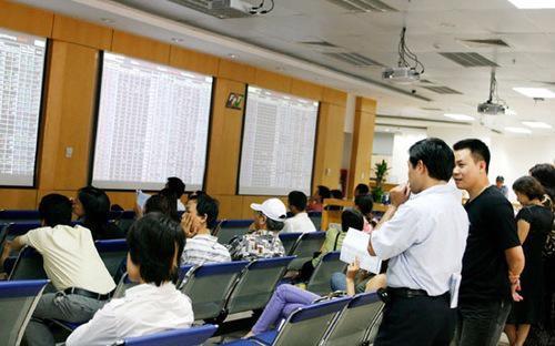 Theo giải trình của FPTS, lợi nhuận sau thuế quý 4/2012 giảm 65% so với  cùng kỳ là do công ty thực hiện chính sách giảm phí môi giới cho mọi  khách hàng giao dịch qua Internet...