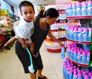Thị trường bán lẻ được xem là sự tiến triển của thương mại hiện đại trong những năm qua vì doanh thu từ kênh phân phối này tăng 45% so với cùng kỳ năm ngoái - Ảnh: Việt Tuấn.