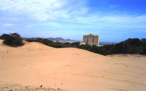 Khu vực sân golf nhìn về phía MGM Grand Hồ Tràm Beach.