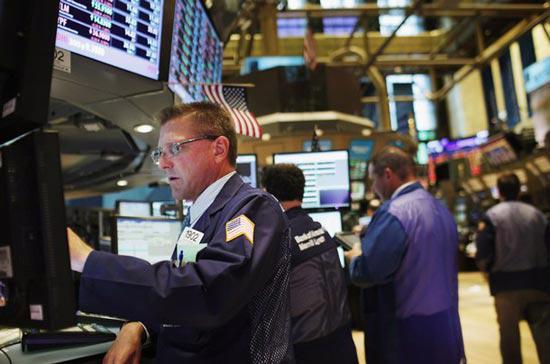 Chốt phiên giao dịch ngày 18/12, chỉ số công nghiệp Dow Jones tăng mạnh 115,57 điểm, tương ứng 0,87%, lên 13.350,96 điểm - <i>Ảnh: Getty</i>.