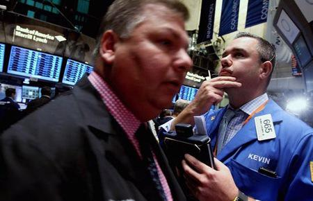 Mở phiên, các nhà đầu tư được tăng lực bởi báo cáo doanh số bán lẻ tháng 7 lạc quan hơn dự báo.
