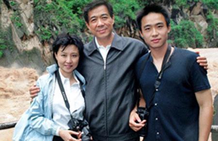 Bà Cốc Khai Lai cùng chồng và con trai - Ảnh: BBC.
