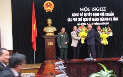 Lễ công bố quyết định của Thủ tướng phê chuẩn 2 phó chủ tịch UBND tỉnh Hải Dương ngày 2/1/2013.<br>