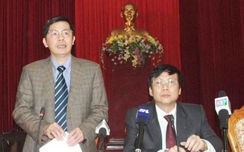 Ông Trần Huy Sáng (trái) và ông Hồ Quang Lợi tại buổi giao ban báo chí - Ảnh: TP.