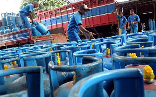 Các doanh nghiệp giảm giá bán gas từ mức 800 - 1.000 đồng/kg, tùy từng nhãn hiệu.<br>
