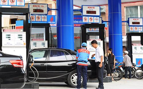 Về biên độ điều chỉnh tăng, giảm giá xăng dầu, Bộ Công Thương  đề xuất, bằng các mức 3%, 5% và 7% thay cho các mức đang được áp dụng là  7%, 12% và trên 12%. <br>