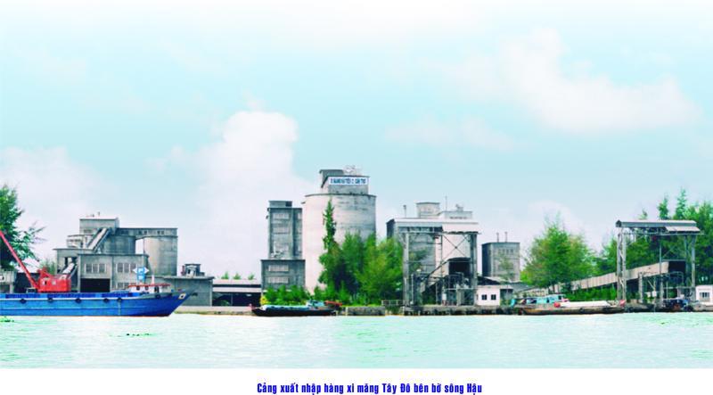 Cảng xuất nhập xi măng Tây Đô bên bờ sông Hậu.