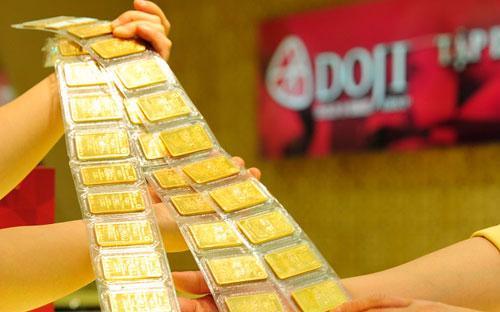 Ngân hàng Nhà nước cho biết, sau 45 phiên đấu thầu vàng miếng đã tổ  chức, cơ quan này chào thầu 1.322.000 lượng vàng, tương đương hơn 50,8  tấn vàng, và bán được 1.219.500 lượng vàng, tương đương trên 46,9 tấn  vàng.