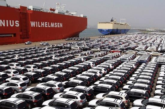 Những chiếc xe ôtô của hãng Hyundai tại Ulsan (Hàn Quốc) đang chuẩn bị đưa lên tàu để xuất khẩu - Ảnh: Reuters.