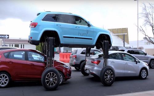 """<font face=""""Arial, Verdana""""><span style=""""font-size: 13.3333px;"""">Được trang bị hệ thống thang thủy lực ở 4 bánh, chiếc xe có tên """"Hum Rider"""" này có khả năng nâng cao tới 3m, vượt qua các xe khác khi gặp tắc đường – Video: Business Insider.</span></font>"""