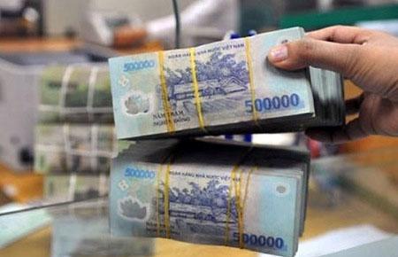 Trong 4 ngày đầu tuần này, Ngân hàng Nhà nước đã bơm ra thị trường mở 9.464 tỷ đồng, trong khi hút về 21.759 tỷ đồng, đưa mức hút ròng vốn đạt 12.195 tỷ đồng.