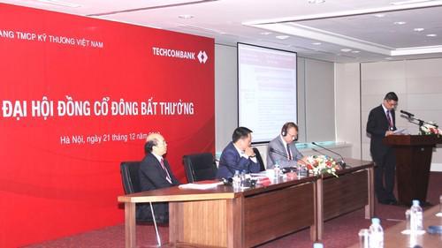 Đoàn Chủ tịch đại hội đồng cổ đông bất thường của Techcombank năm 2012.
