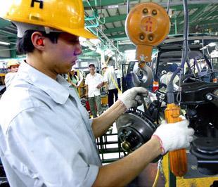 Kể từ năm 2006 Việt Nam đã nổi lên như là một điểm đến ưa thích đối với các nhà đầu tư châu Á với mức thu hút FDI trong năm 2007 là 20 tỷ USD và năm 2008 là hơn 60 tỷ USD - Ảnh: Việt Tuấn.