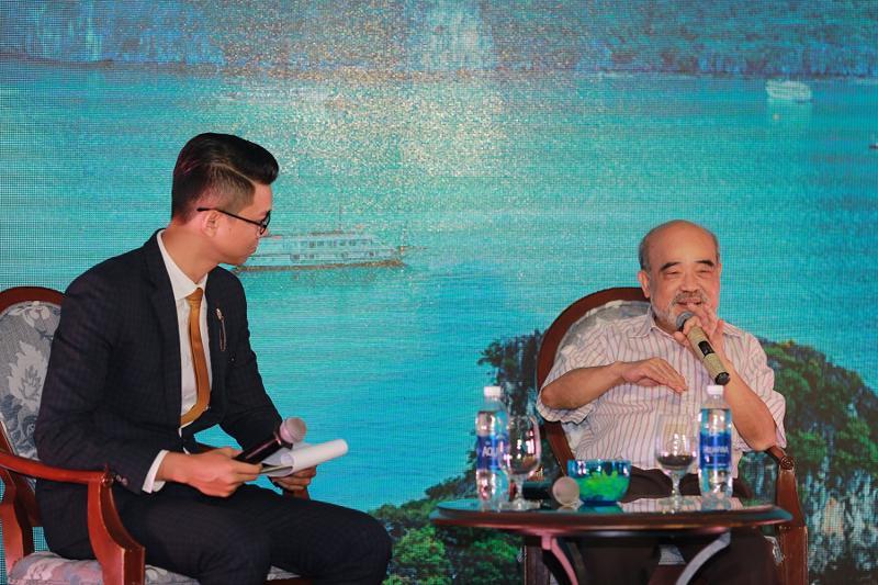 GS. Đặng Hùng Võ (bên phải) tại buổi tọa đàm về cơ hội đầu tư bất động sản nghỉ dưỡng Hạ Long.