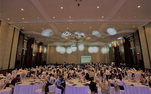 Với lợi thế đầy tiềm năng là 52 căn hộ thông tầng Duplex đầu tiên tại  Quảng Ninh, sự kiện đã thu hút hàng trăm khách hàng và nhà đầu tư đến  tham dự.