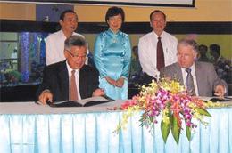 Quang cảnh buổi lễ ký hợp đồng hợp tác chiến lược giữa Mỹ Lan và Jaccar ngày 27/2/2010.