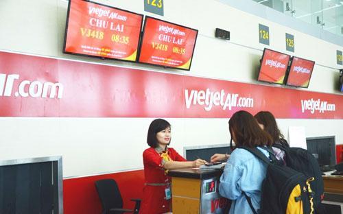 Vietjet cam kết luôn mang đến cho hành khách trải nghiệm bay thú vị cùng cơ hội sở hữu vé máy bay giá hấp dẫn, những quà tặng bất ngờ từ các chương trình giờ vàng khuyến mãi mỗi ngày.