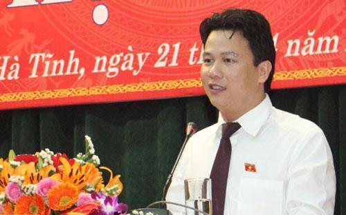 Tân Chủ tịch UBND tỉnh Hà Tĩnh Đặng Quốc Khánh phát biểu sau khi nhậm chức.<br>