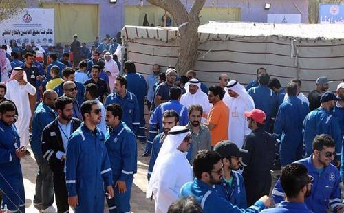 Hàng nghìn công nhân ngành năng lượng tại Kuwait tiếp tục đình công vì họ rất bất bình với chính sách trả lương của chính phủ - Ảnh: Reuters.