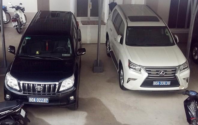 Chiếc xe Lexus màu trắng - một trong hai chiếc xe doanh nghiệp tặng tỉnh Cà Mau.<br>