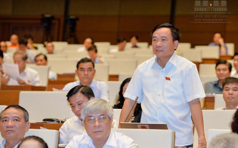 Đại biểu Mai Sỹ Diến (Thanh Hoá) phát biểu tại phiên thảo luận về quyết toán ngân sách Nhà nước năm 2015.<br>