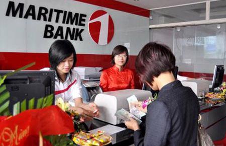 Giao dịch tại Maritime Bank.