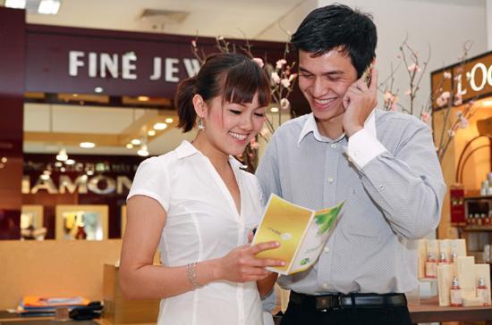 Bình quân mỗi người dân Việt Nam đang sở hữu 1,5 thuê bao điện thoại. Đây chính là thị trường đầy tiềm năng cho các mạng di động cung cấp dịch vụ giải đáp thông tin kinh tế xã hội.