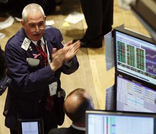 Chứng khoán Mỹ đã đồng loạt tăng trên 11% trong ngày 13/10 - Ảnh: Reuters.