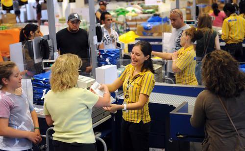 Số lượng kháchđến các siêu thị truyền thống của Mỹ ngày một giảm -Ảnh: TBO.