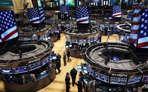 Từ khi ông Donald Trump thắng cử, cổ phiếu tài chính và y tế trên thị trường chứng khoán Mỹ liên tục tăng điểm mạnh - Ảnh: Reuters.