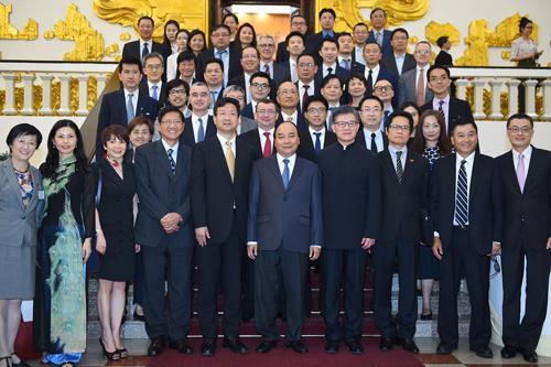 Thủ tướng Nguyễn Xuân Phúc tiếp đoàn doanh nghiệp Hồng Kông chiều 10/5.<br>