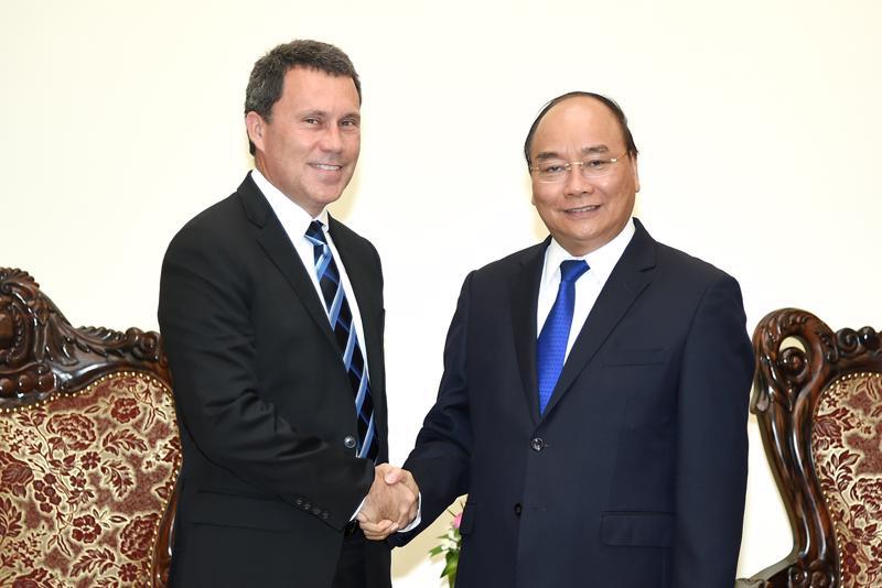 Thủ tướng Nguyễn Xuân Phúc tiếp Phó chủ tịch Tập đoàn ExxonMobi, ông Jon Gibbs chiều 29/8.<br><br>