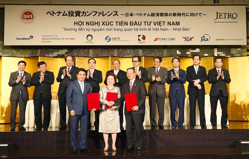 Lãnh đạo hai nước chứng kiến các hợp đồng hợp tác giữa các doanh nghiệp, đối tác hai nước.<br>