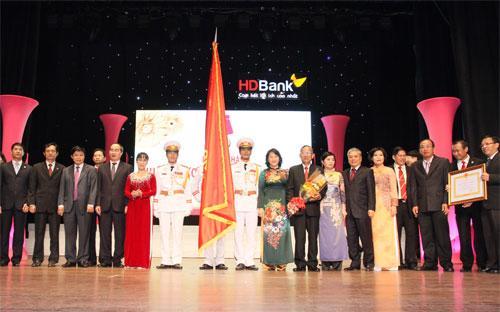 HDBank nhận Huân chương Lao động hạng Ba do Chủ tịch nước trao tặng.