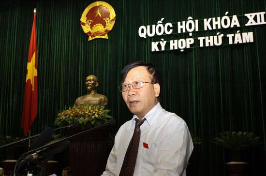 Chủ nhiệm Ủy ban Pháp luật Nguyễn Văn Thuận trình bày báo cáo giải trình, tiếp thu dự án Luật Viên chức.