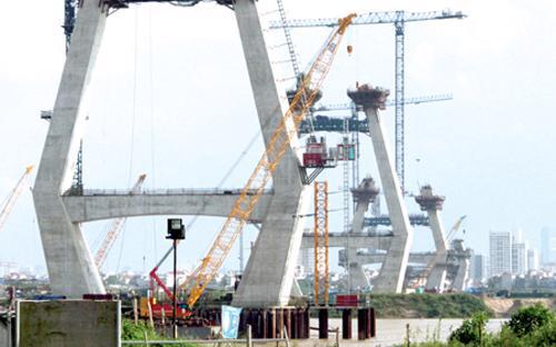 Cầu Nhật Tân, một dự án điển hình về chậm trễ trong giải phóng mặt bằng.<br>
